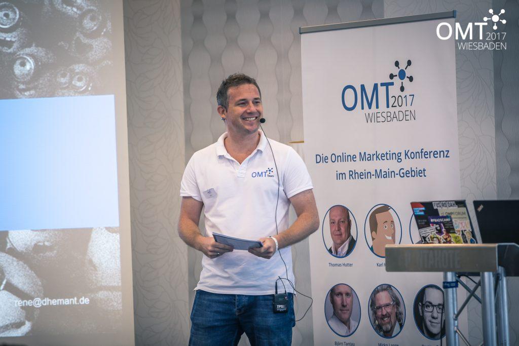OMT Gründer Mario Jung auf der Bühne