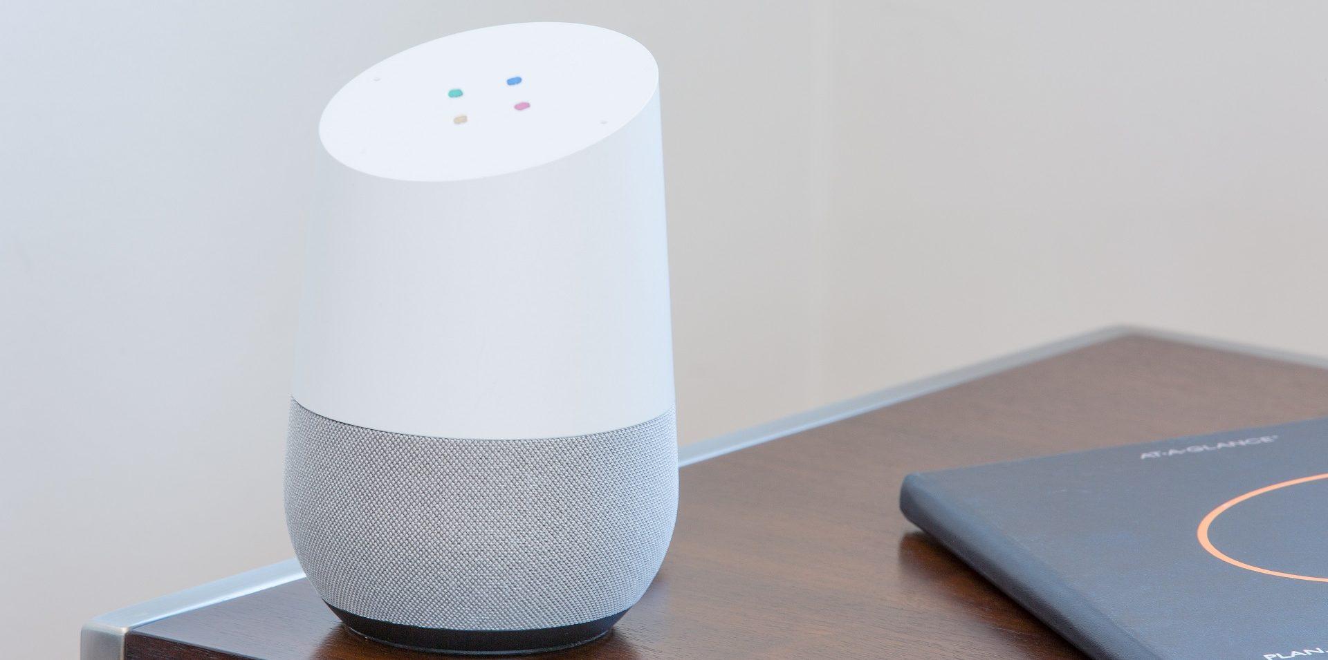 Bild des Google Home Sprachassistenten